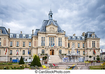 Hotel Deville Evreux - Picture of the townhall Hotel Deville...
