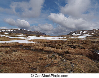 Cainrgorms plateau, south of Braeriach, Scotland in spring -...
