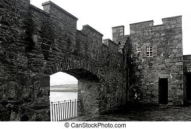 Castle Battlements Architecture - architecture of stone...
