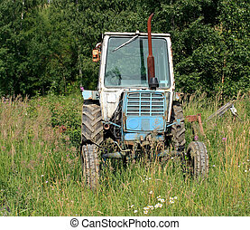 the old wheel tractor