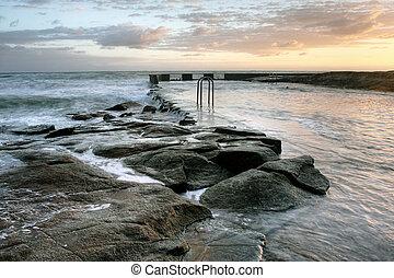 Océano, roca, piscina