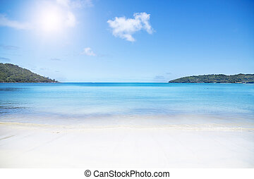 White coral beach sand and azure indian ocean. - Praslin...