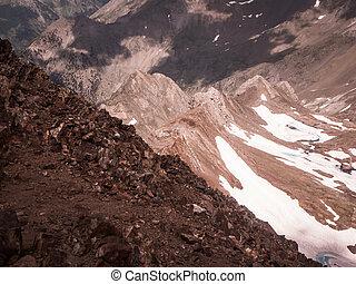 Pirineos - Panor?mica desde el Bisaur?n (2670 m), una cumbre...