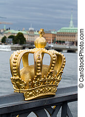 Golden crown on the bridg - The golden crown on the bridge...