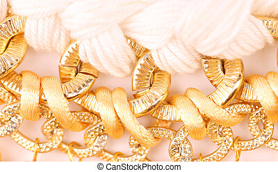dorado,  macrame, perlas