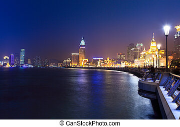 shanghai bund at night - shanghai bund and the huangpu river...