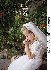 orando, menina, primeiro, santissimo, comunhão