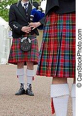 Falda escocesa, Músicos,  tartán, escocés