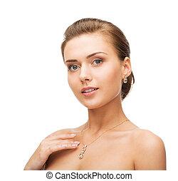 mujer, Llevando, brillante, diamante, pendientes