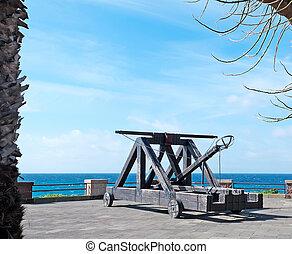 Alghero catapult - Catapult in Alghero seen through the...