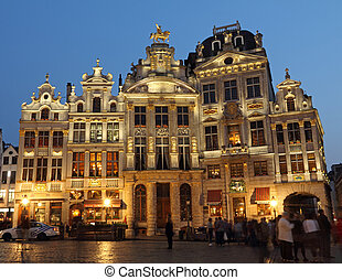 Grand Place in Brussels by night - Illuminated guildhalls by...