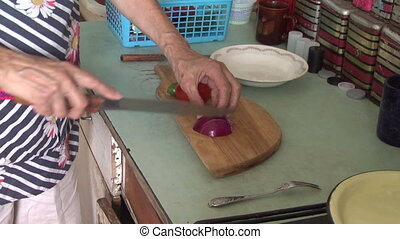 Cutting knife red onion