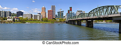 Portland Oegon Skyline panorama and River - Portland Oegon...