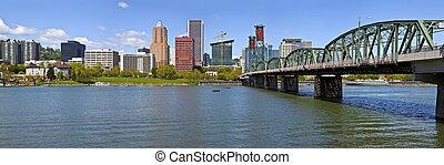 Portland Oegon Skyline panorama and River. - Portland Oegon...
