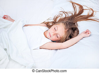 girl sleeping in white bed - little cute girl sleeping in...
