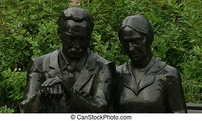 Sculpture of a man and a woman on the bench