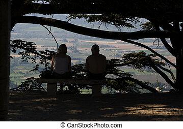 Couple-Bonnieux - A couple contemplating the landscape