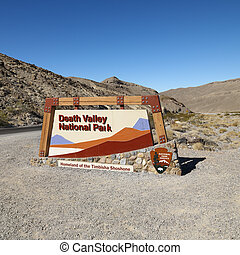 Death Valley Park sign. - Death Valley National Park...
