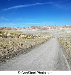 Dirt road, Cottonwood Canyon. - Dirt road through desert of...