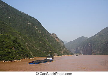 Yangtze River coal transport - Coal transport on the Yangtze...
