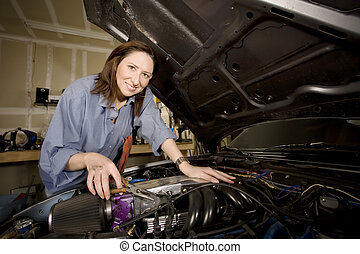 Samica, Hispanic, mechanik