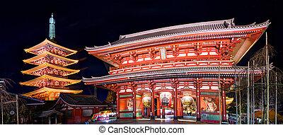 Senso-ji Gate in Tokyo - Gate and pagoda of Senso-ji shrine...