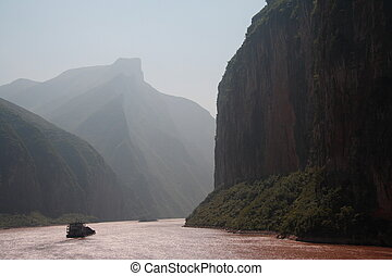Yangtze river - Misty Yangtze River landscape in China -...
