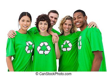 grupo, gente, Llevando, verde, camisa, reciclaje,...