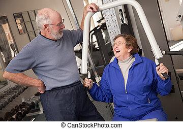 pareja, gimnasio, anciano