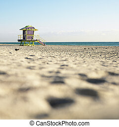 Lifeguard tower in Miami. - Art deco lifeguard tower on...