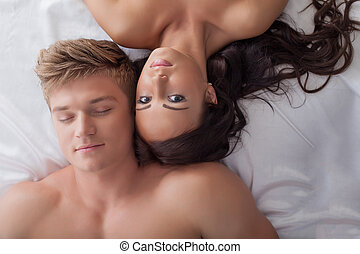 Beautiful young heterosexual couple in bed - Image of...