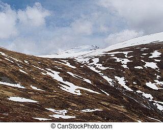 Cainrgorms mountains, Braeriach area, Scotland in spring -...