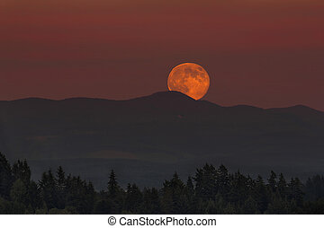 Moonrise Over Oregon Landscape - Full Moon Moonrise Over...