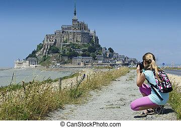 Le Mont-Saint-Michel eyes of a child - Child photographed...