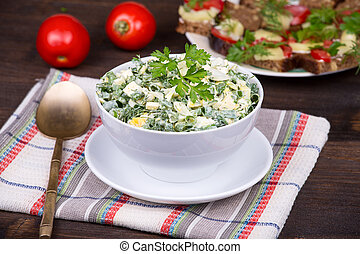 Salad of onions along with the egg and cucumber
