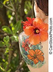 花, 女,  tattoed