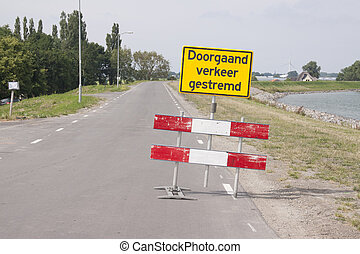 Blockage on the dike - Redirection board on the Zuiderdijk