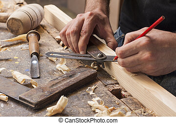 carpenter taking measuremt