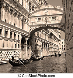 Bridge of Sighs - Ponte dei Sospiri - Gondolas passing over...