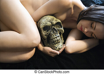 Nude woman with skull - Nude Caucasian young adult woman...