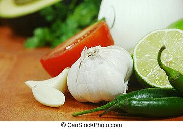 Salsa, ingredientes, aguacate, cilantro, tomates, pimientas