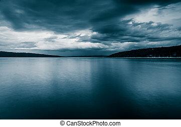 escuro, Tempestade, Nuvens, sobre, Cayuga, lago, ithaca,...