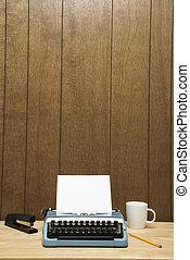 Máquina escrever, escrivaninha