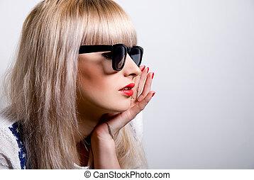 Portrait of a beautiful blonde in sunglasses.