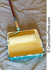 roller brush with handle in plastic paint tray