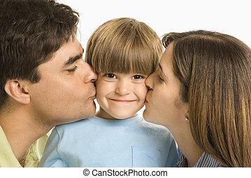 pais, beijando, filho