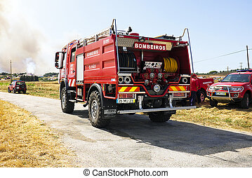 Firefighters fighting huge bushfire - ALJEZUR - JULY 6:...