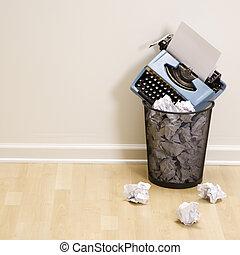 Máquina escrever, lixo, lata