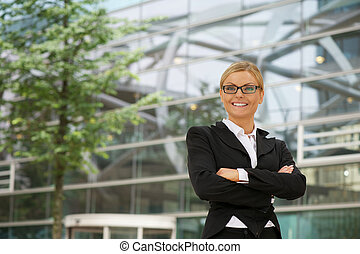 Business woman smiling with glasses in the city