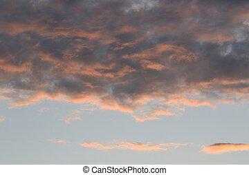 Wolkengebilde bei Sonnenuntergang - Wolkenfarben beim...